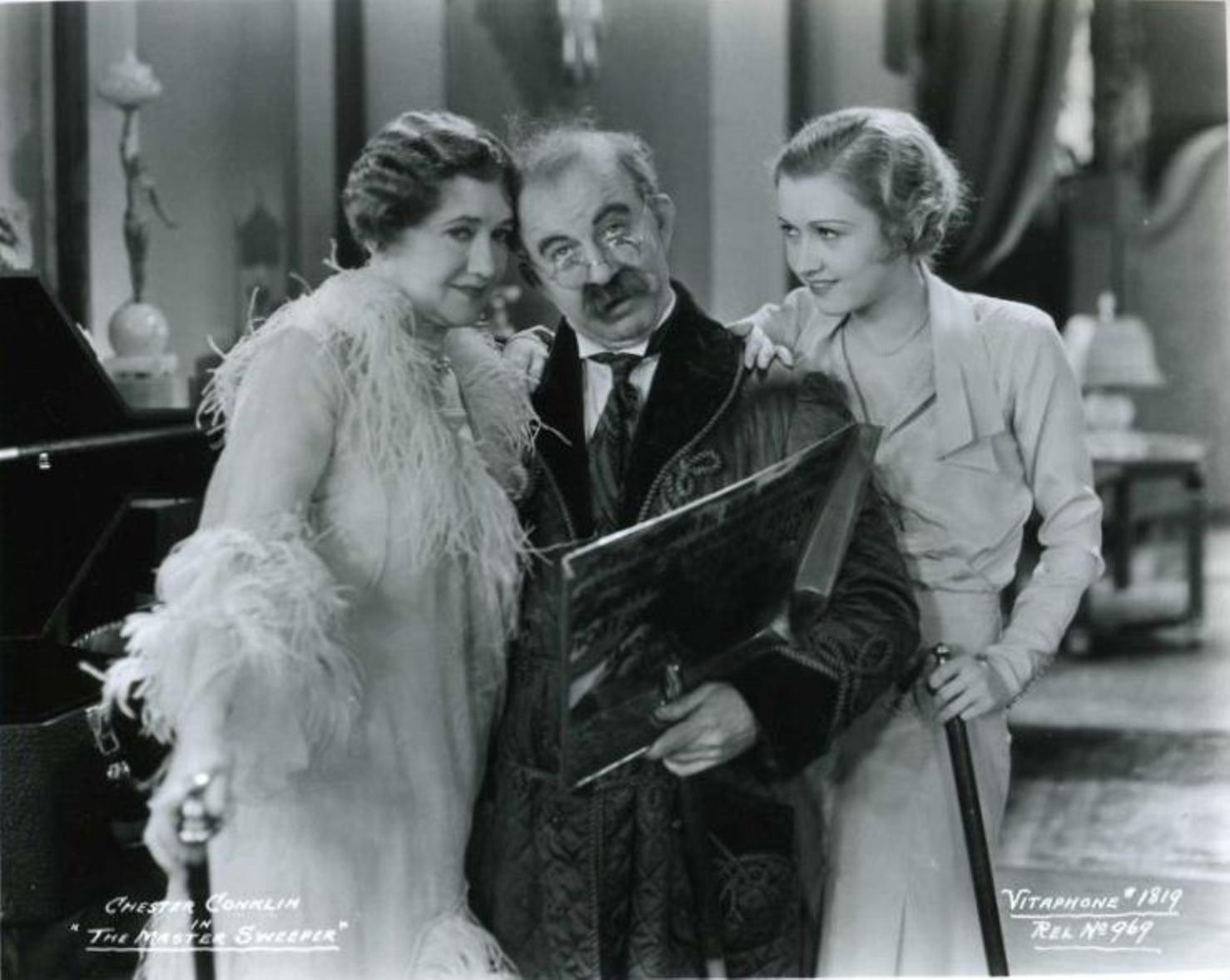 Chester Conklin in The Master Sweeper
